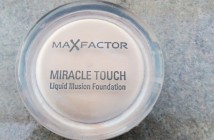 MaxFactor Miracle Touch Liquid illusion Foundation