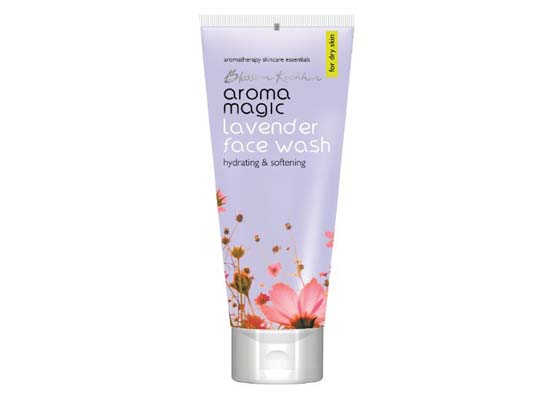 10 Best Face Washes for Dry Skin in India Under Rupees 250