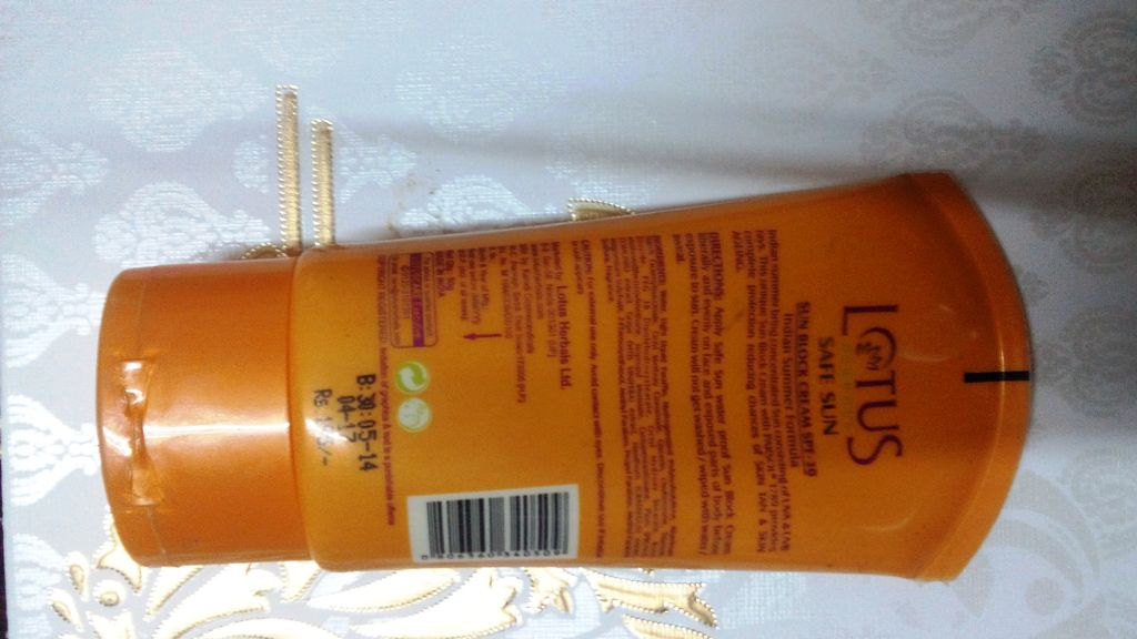 Lotus Herbal Indian Summer Formula Sun Block Cream Spf 30