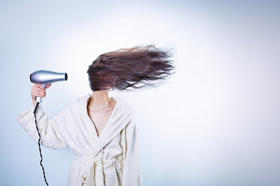Top 10 things you should not do to your hair at night